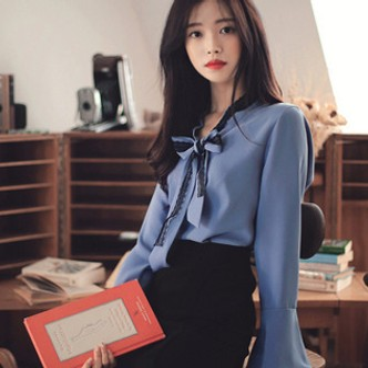 PRINSTORY公主的告白 2018早秋 蕾丝系带喇叭袖雪纺衬衫 蓝/L