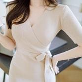 【韩国直邮】ATTRANGS   V领针织系带连衣裙 粉米色 均码