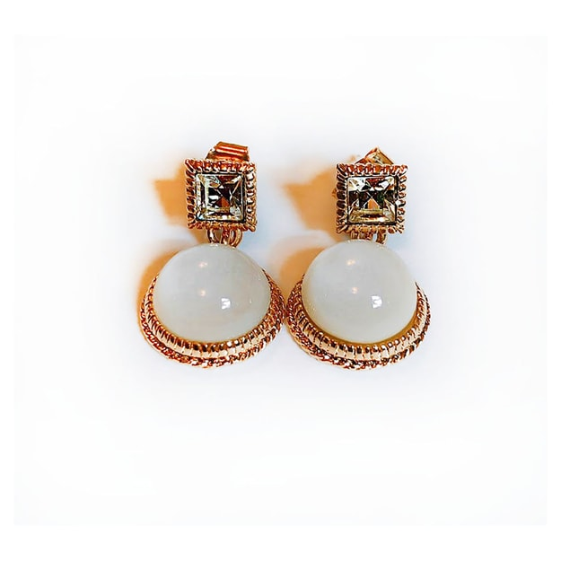 Product Detail - JDREY White Oval shaped Queen Earring 1 Pair - image 0