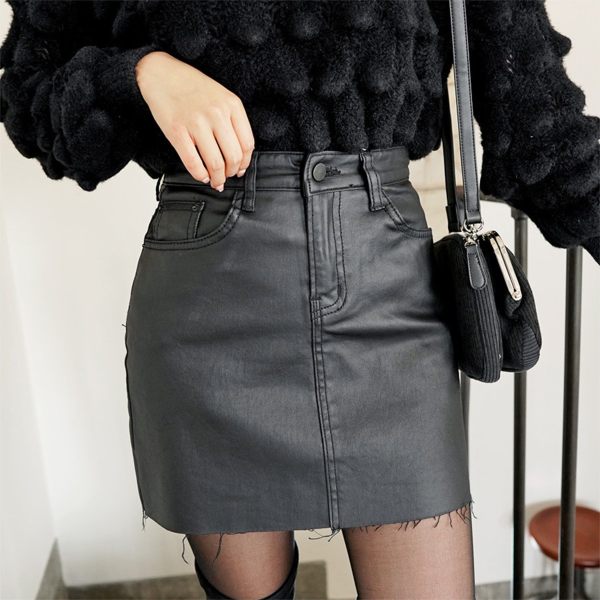 Yamibuy.com:Customer reviews:SSUMPARTY Coated Mini Skirt #Black M(27-28)