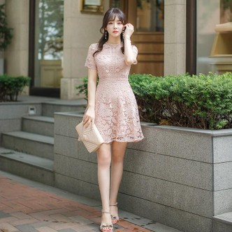 【韩国直邮】ATTRANGS 蕾丝碎花修身连衣裙 粉色 均码