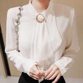【韩国直邮】ATTRANGS 金色珍珠胸针的设计荷叶边雪纺衬衫 象牙色 均码