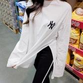 【韩国直邮】ATTRANGS 流行的休闲风格侧面切开设计长款NY刺绣箱型T恤 象牙色 均码