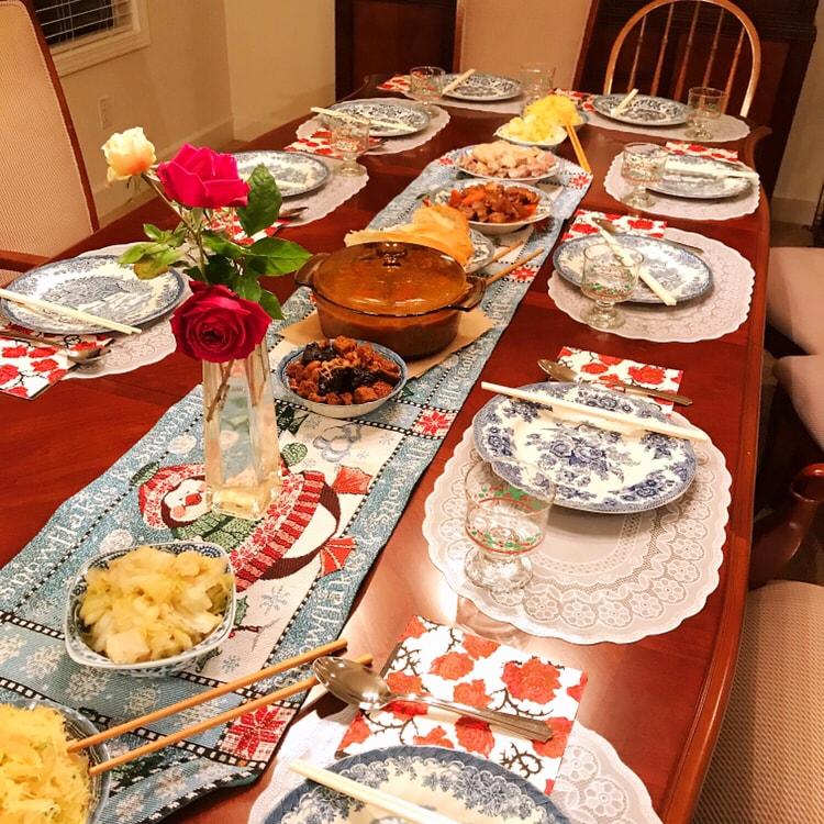 🌟今天平安夜,全家人在叔叔家吃晚餐。🌟餐桌布置的很有圣诞